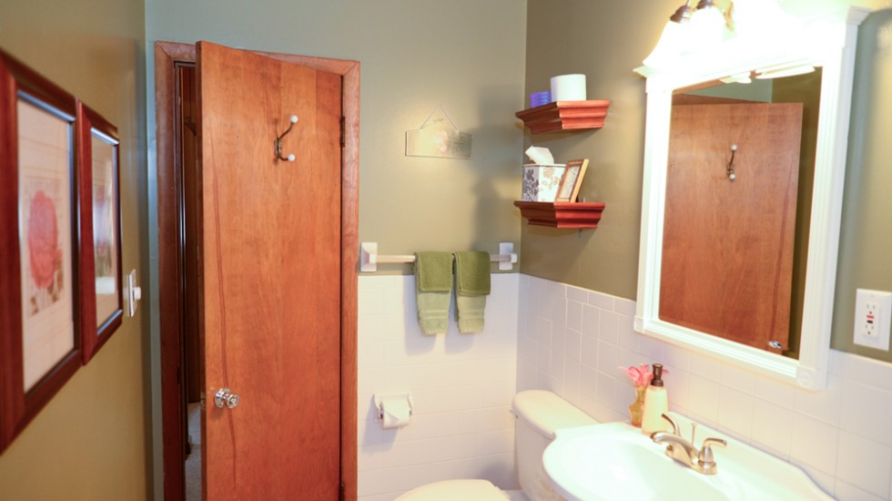 Cottage Bathroom 1